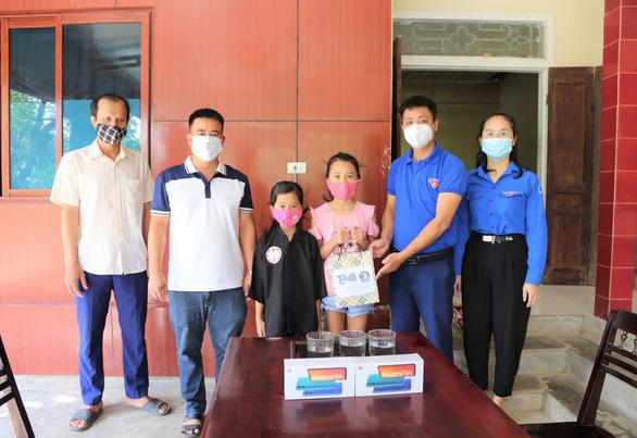 Học sinh Hà Tĩnh được đến trường từ 15-9, học cả trực tiếp và trực tuyến - Ảnh 2.