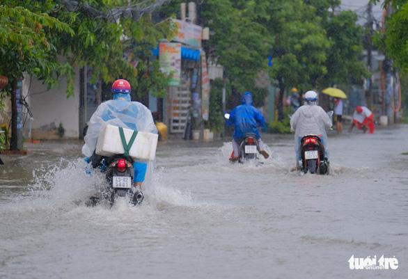Đà Nẵng đang mưa trắng trời, có nơi tới 180mm do bão số 5 - Ảnh 3.