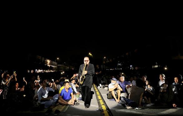 Nghệ sĩ saxophone Trần Mạnh Tuấn đã 'hồi sinh một cách kỳ diệu' - Ảnh 3.