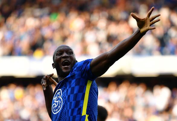 Lukaku lập cú đúp, Chelsea chia sẻ ngôi đầu bảng với Man Utd - Ảnh 1.