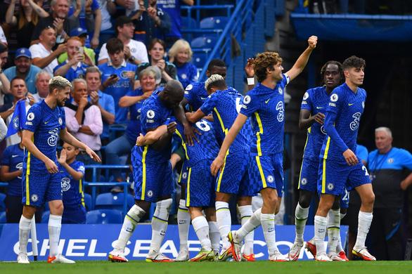 Lukaku lập cú đúp, Chelsea chia sẻ ngôi đầu bảng với Man Utd - Ảnh 2.
