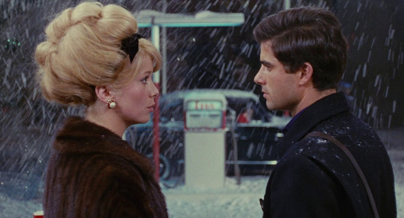 The Umbrellas Of Cherbourg: Tình yêu đã đi đâu? - Ảnh 4.
