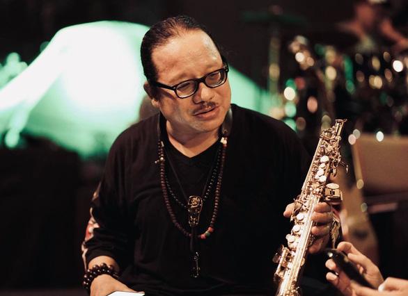 Nghệ sĩ saxophone Trần Mạnh Tuấn đã 'hồi sinh một cách kỳ diệu' - Ảnh 1.