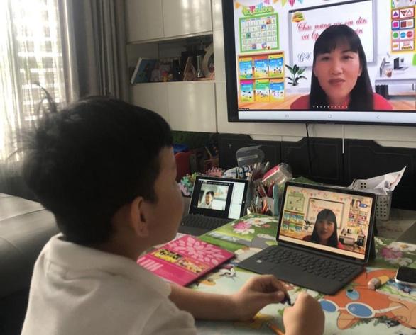 Dạy học online: Một tiết dạy, trăm mắt nhìn - Ảnh 1.