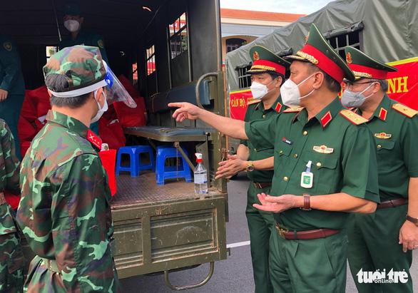 Bộ Quốc phòng tiếp sức cho TP.HCM 100.000 phần quà, 4.000 tấn gạo - Ảnh 4.