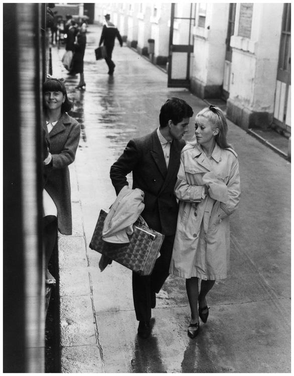 The Umbrellas Of Cherbourg: Tình yêu đã đi đâu? - Ảnh 1.