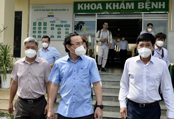 Bí thư Nguyễn Văn Nên: Củng cố lực lượng y tế, tính luôn giải pháp bổ sung lực lượng - Ảnh 1.