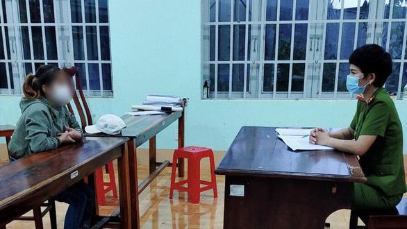 Tụ tập ăn nhậu ở quán cà phê, 7 người bị phạt 70 triệu đồng - Ảnh 1.