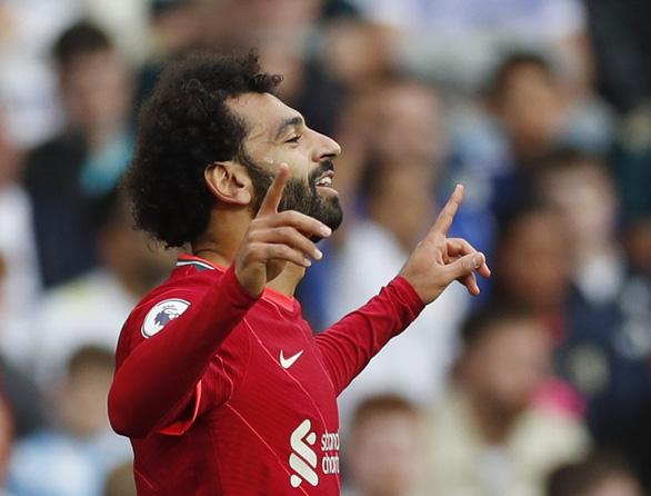 Salah ghi bàn thứ 100, Liverpool bắt kịp Man Utd, Chelsea trên ngôi đầu - Ảnh 1.