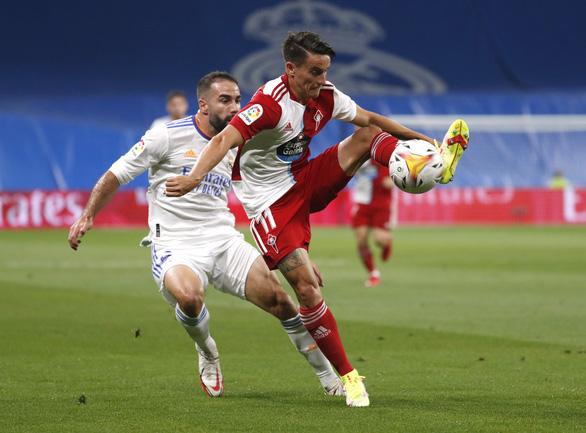 Benzema lập hat-trick giúp Real ngược dòng ngoạn mục và lên đầu bảng - Ảnh 2.