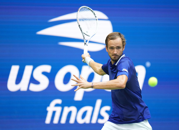 Thua trắng Medvedev, Djokovic chưa thể vượt mặt Federer và Nadal - Ảnh 2.