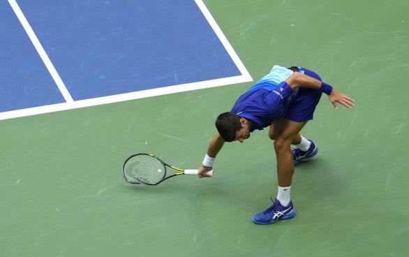 Thua trắng Medvedev, Djokovic chưa thể vượt mặt Federer và Nadal - Ảnh 4.
