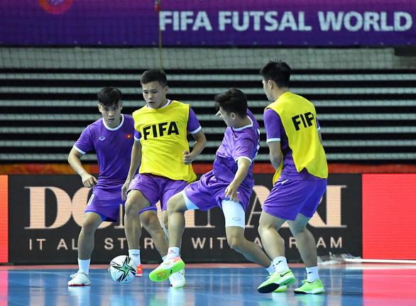 Tuyển futsal Việt Nam lạc quan chờ đấu Brazil - Ảnh 1.