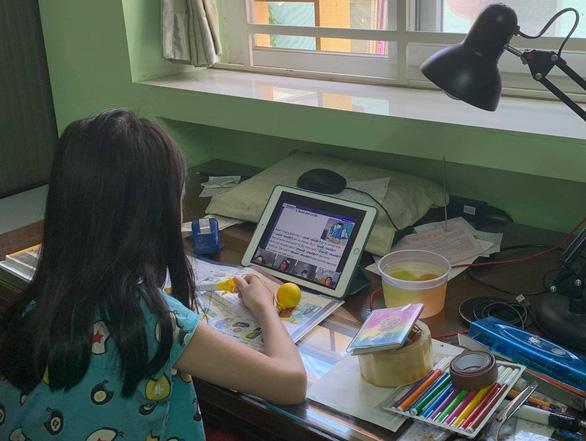 Khi con cái xài cùng máy tính của cha mẹ - Ảnh 1.
