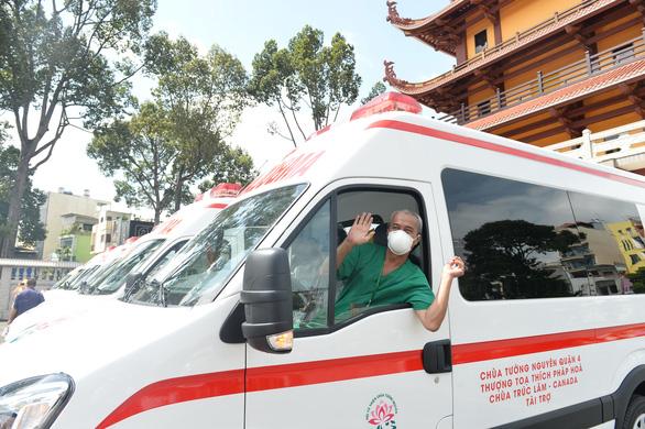 Thêm 10 xe cứu thương cho các bệnh viện điều trị COVID-19 - Ảnh 6.