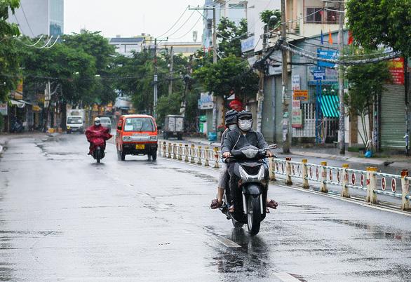 Áp thấp suy yếu vẫn gây mưa lớn, miền Nam đề phòng mưa đá, lốc - Ảnh 1.