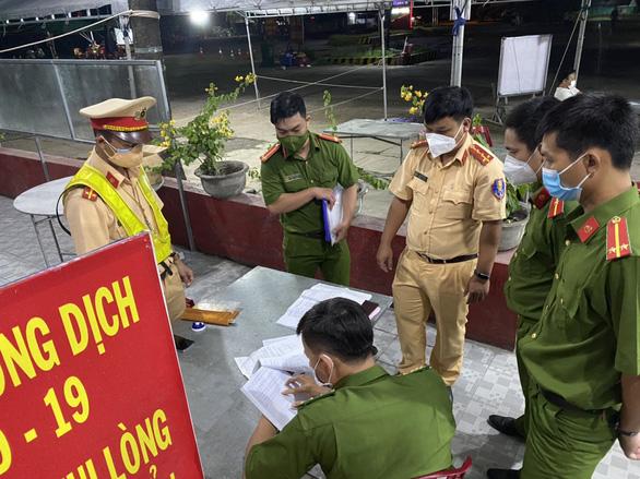 Bình Thuận sẽ hỗ trợ những người lỡ thông chốt trong thùng đông lạnh về quê - Ảnh 1.