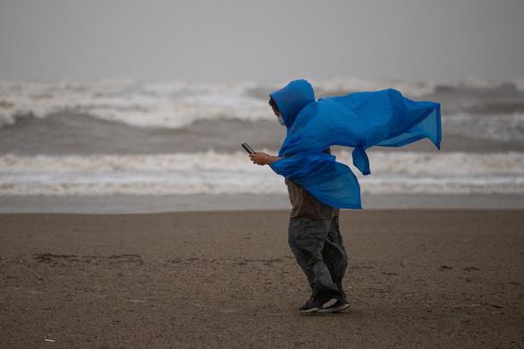 Texas, Louisiana ở Mỹ chuẩn bị đối phó bão Nicholas tối 14-9 - Ảnh 1.