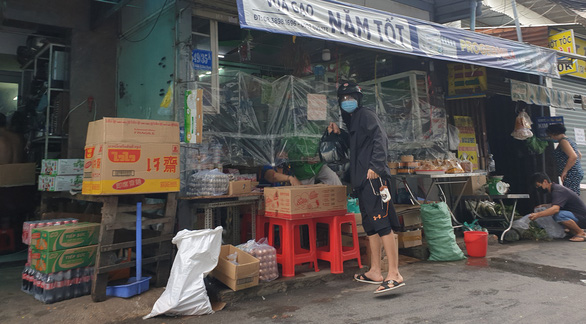 Cước giao hàng nhiều khi cao hơn giá hàng, khách đổ sang mua bán chui - Ảnh 1.