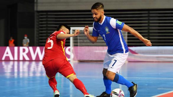 Việt Nam thua Brazil 1-9 ở trận ra quân Futsal World Cup 2021 - Ảnh 1.