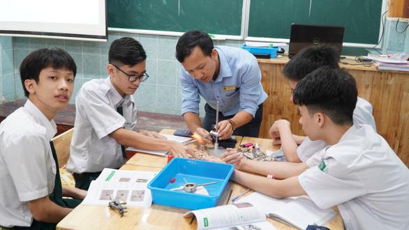 TP.HCM: Các trường phổ thông tư thục giảm hơn 14.000 học sinh vì COVID-19 - Ảnh 1.