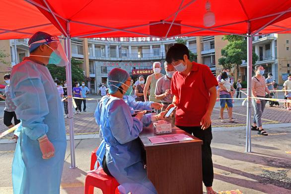 Số ca COVID-19 cộng đồng ở Phúc Kiến, Trung Quốc tăng theo cấp số nhân - Ảnh 1.