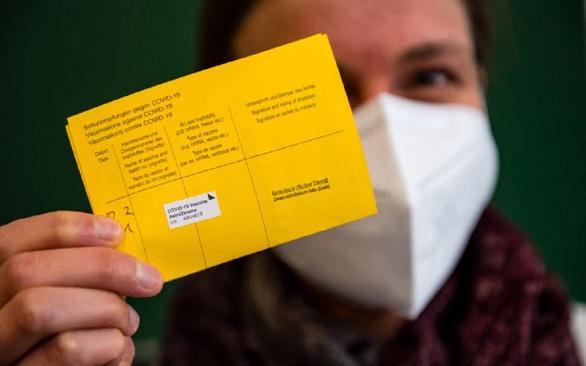 Muôn vẻ thẻ xanh COVID ở châu Âu - Ảnh 1.