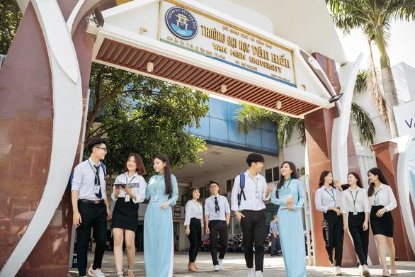 Mở 'cánh cửa muôn màu' tiếp sức sinh viên khó khăn học đại học - Ảnh 2.
