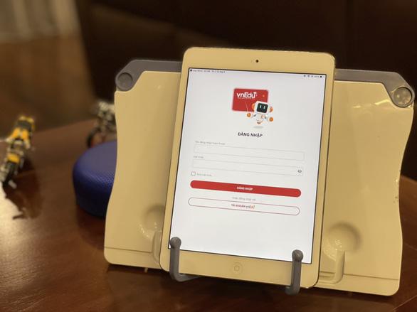 Nhà mạng công bố tặng máy tính, gói cước di động cho học sinh học trực tuyến - Ảnh 1.