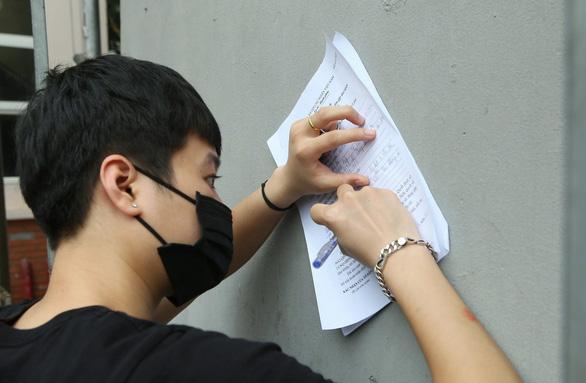 Tiền hỗ trợ đến với sinh viên nghèo, lao động không tạm trú ở Hà Nội - Ảnh 2.
