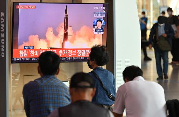 Hai miền Triều Tiên cùng phóng tên lửa - Ảnh 5.