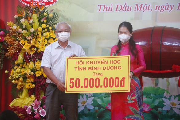 500.000 học sinh Bình Dương nhập học trực tuyến, 150.000 học sinh Hà Tĩnh trở lại trường học - Ảnh 2.
