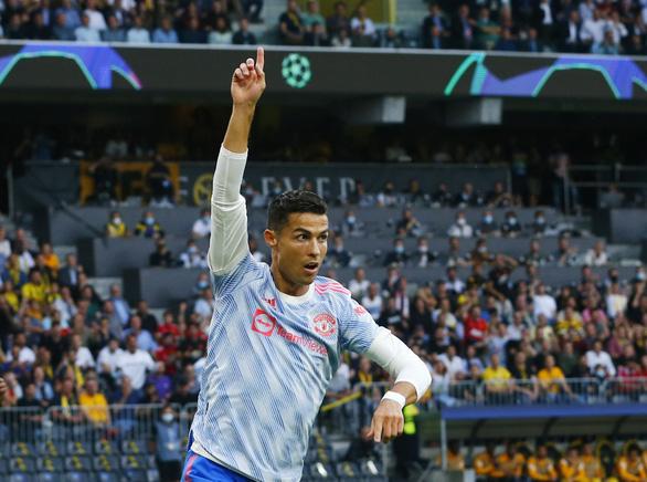 Ronaldo ghi bàn, Man Utd vẫn thua ngược Young Boys - Ảnh 1.