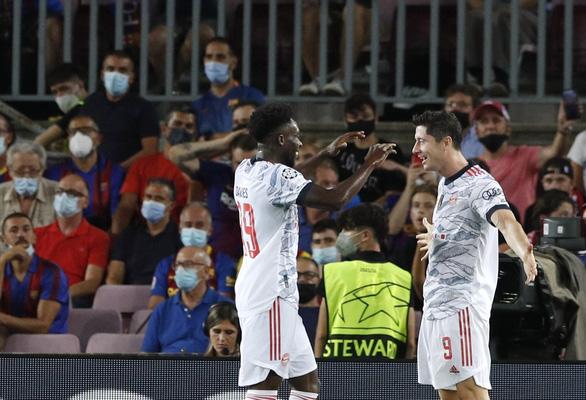 Lewandowski  lập cú đúp, Bayern Munich đè bẹp Barca ngay tại Nou Camp - Ảnh 3.