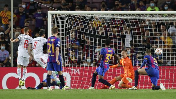 Lewandowski  lập cú đúp, Bayern Munich đè bẹp Barca ngay tại Nou Camp - Ảnh 4.