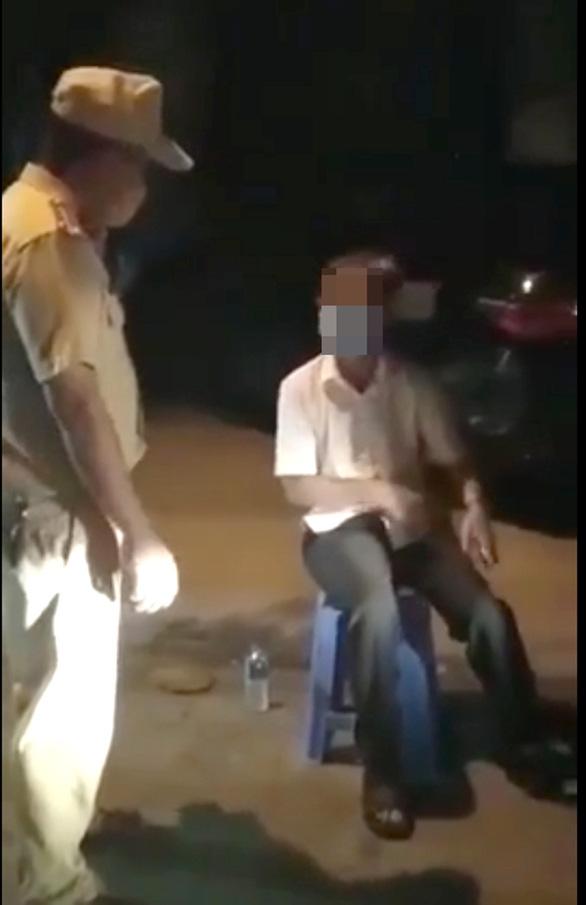 Tỉnh ủy Phú Yên yêu cầu xử lý nghiêm trưởng phòng tái phạm lái ôtô sau khi uống rượu bia - Ảnh 1.