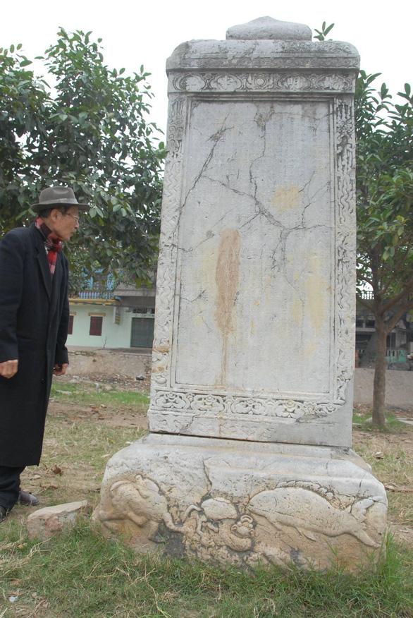 Tu bổ chùa Thổ Hà làm vỡ bia đá cổ 342 năm: Yêu cầu đặt lại vị trí cũ, rà soát toàn bộ - Ảnh 2.