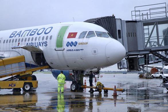 Bamboo Airways bay chuyên cơ khứ hồi chở y bác sĩ vào miền Nam chống dịch - Ảnh 1.