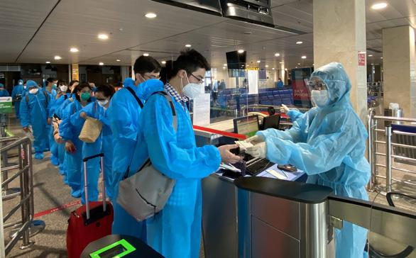 Bamboo Airways bay chuyên cơ khứ hồi chở y bác sĩ vào miền Nam chống dịch - Ảnh 6.