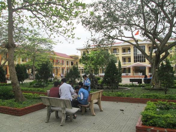 Học sinh Quảng Bình học qua tivi theo bài giảng của Bắc Ninh và Bình Thuận - Ảnh 1.