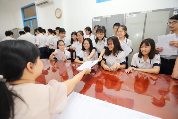 Nhiều trường ĐH công bố điểm chuẩn: ĐH Luật, Bách khoa TP.HCM, ĐH Quốc gia Hà Nội... - Ảnh 1.