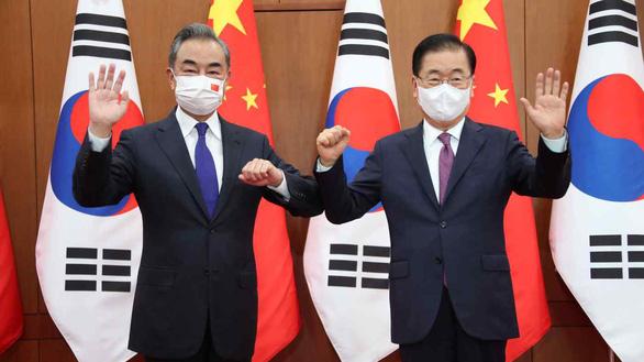 Ngoại trưởng Trung Quốc chỉ trích Mỹ, bảo vệ Triều Tiên ngay tại Hàn Quốc - Ảnh 1.