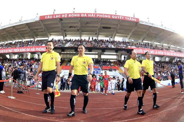 Sân Lạch Tray khó có thể tổ chức vòng loại World Cup 2022 - Ảnh 1.