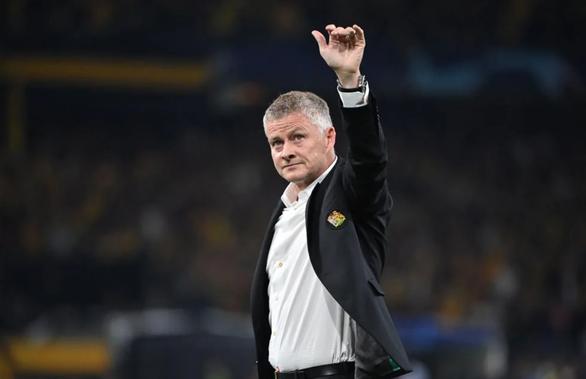 HLV Solskjaer lý giải việc thay Ronaldo trong trận thua Young Boys - Ảnh 1.