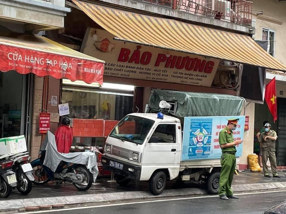 Tiệm bánh trung thu nổi tiếng Hà Nội phải đóng cửa vì... khách không giãn cách - Ảnh 1.