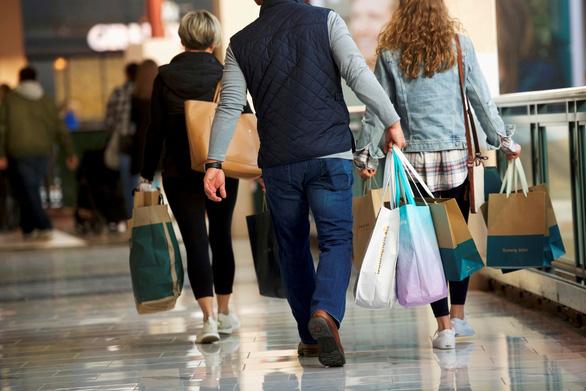 Doanh số bán lẻ ở Mỹ tăng nhờ mua hàng trực tuyến và đồ nội thất - Ảnh 1.