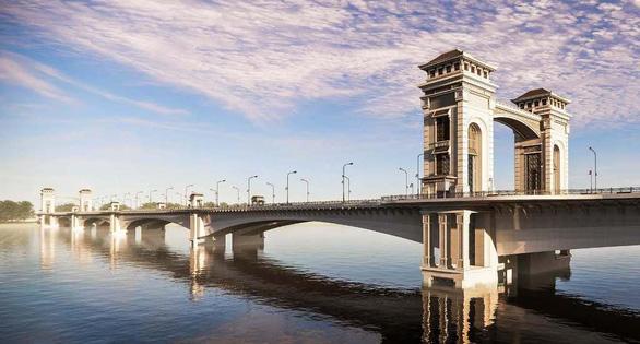 Cầu Trần Hưng Đạo ngàn tỉ mang phong cách cổ điển 'xứ Đông Dương' đã đúng chưa? - Ảnh 1.