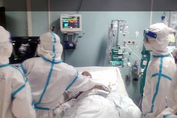Đồng Nai cho phép nhân viên y tế mắc COVID-19 nhẹ tham gia điều trị F0 - Ảnh 1.
