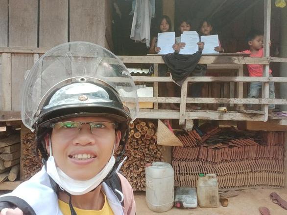 Cô giáo vào làng gieo chữ, ngã xe bùn bê bết vẫn cười: Mình không đi thì ai dạy bọn trẻ - Ảnh 6.