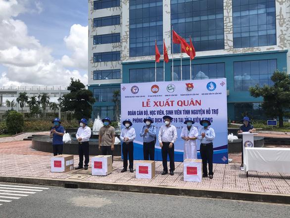 600 cán bộ sinh viên Y dược Cần Thơ lên đường hỗ trợ chống dịch tại Kiên Giang - Ảnh 1.